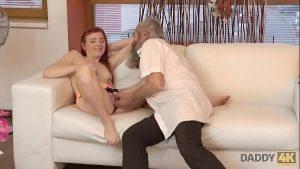 Image Filmes online x metendo o dedo na vagina dessa ruiva