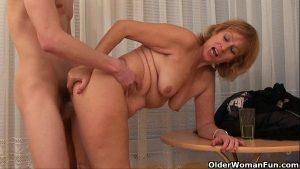 Image Sexo com madrasta que é uma loira safada demais da conta