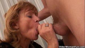 Image Titia puta fazendo garganta profunda em seu sobrinho bem dotado